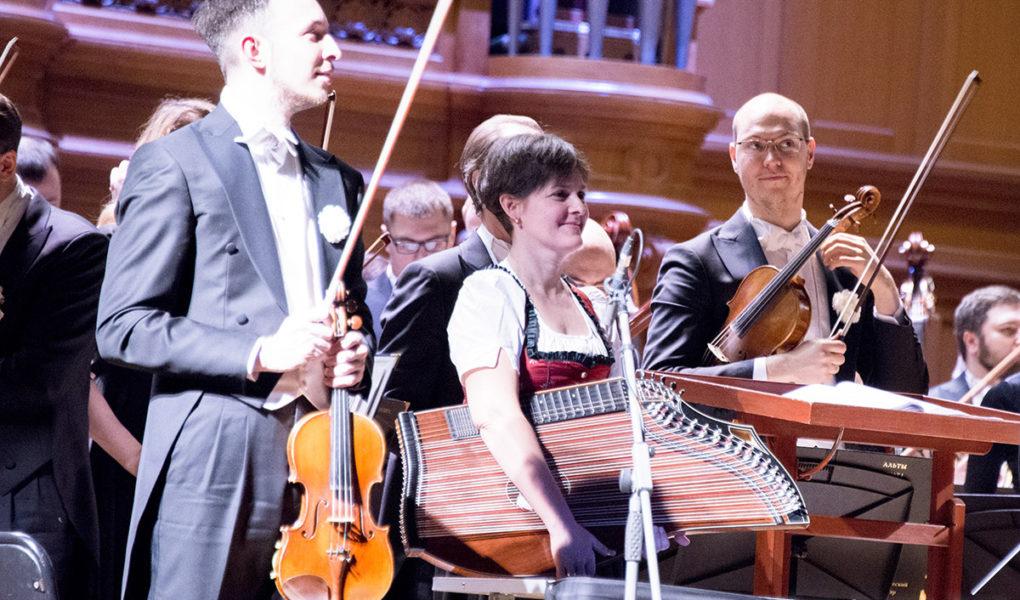 Новый год с Павлом Коганом и его оркестром в Большом зале консерватории-2019. Фото - Светлана Мурси